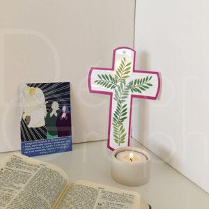 croix hosanna violette