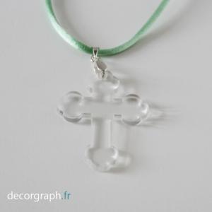 croix discrète à porter