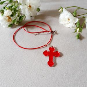 croix pendentif rouge en plexiglas