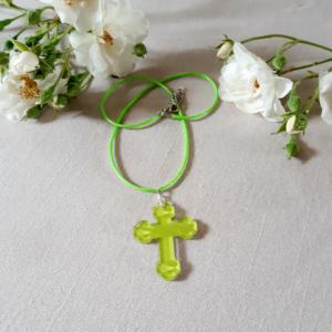 croix pendentif en plexiglass